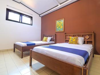 SPOT ON 1927 Hotel Candra Adigraha Bali - Saver Double Room Regular Plan