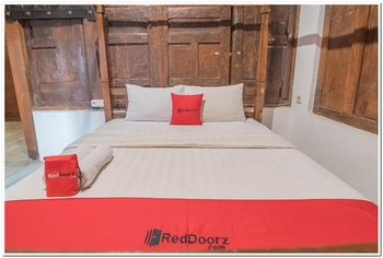 RedDoorz Resort @ Lembang 2 Lembang - RedDoorz Deluxe Room Regular Plan