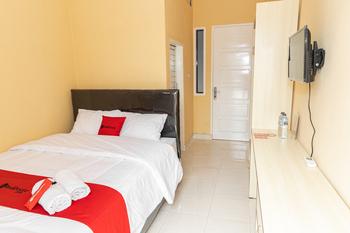 RedDoorz near Citraland Manado Manado - RedDoorz Room Regular Plan