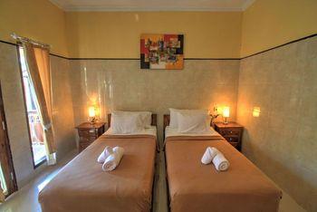 Sari Nadi Homestay Bali - Twin Room with Private Bathroom SCTV