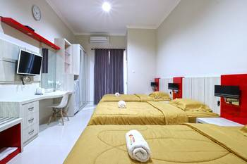 Velozip Homestay Surabaya - Deluxe Triple Room Minimum Stay of 3 Nights Promotion