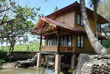 Resort Alamanda Garut - Bungalow Suite Amarilis Minimum stay 2 nights save 17%