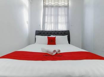 RedDoorz Plus near Batam City Square Batam - RedDoorz Room 24 Hours Deal