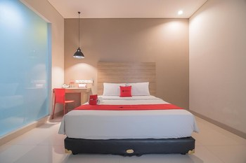 RedDoorz Plus near Maranatha University 5 Bandung - RedDoorz Deluxe Room 24 Hours Deal