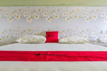 RedDoorz Plus near Pantai Barat Pangandaran Pangandaran - RedDoorz Superior Room 24 Hours