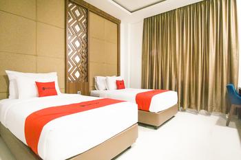 RedDoorz Premium @ Mataram City Center Lombok - RedDoorz Twin Room  Last Minute