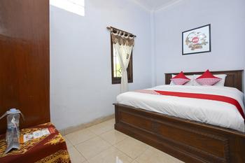 OYO 586 Hotel Wijaya Near RSUD Prambanan Yogyakarta - Standard Double Room Regular Plan