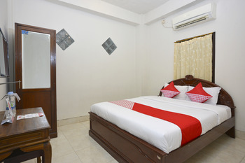 OYO 586 Hotel Wijaya Near RSUD Prambanan Yogyakarta - Deluxe Double Room Regular Plan