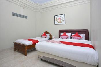 OYO 586 Hotel Wijaya Near RSUD Prambanan Yogyakarta - Suite Triple Regular Plan