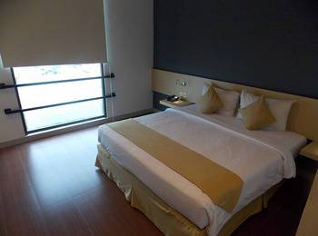 Hotel 88 Embong Malang - Deluxe Room Super Deal