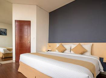 Hotel 88 Embong Malang - Superior Room Only Regular Plan