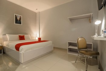RedDoorz Plus near Soekarno Hatta Airport 2 Tangerang - RedDoorz Room 24 Hours Deal
