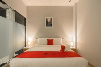 RedDoorz Plus near Soekarno Hatta Airport 2 Tangerang - RedDoorz Premium Room Regular Plan