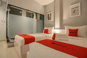 RedDoorz Plus near Soekarno Hatta Airport 2 Tangerang - RedDoorz Twin Room  SPECIAL DEALS