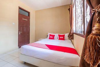 OYO 1568 Stasiun Ka Cirebon Guest House Cirebon - Deluxe Double Room Regular Plan