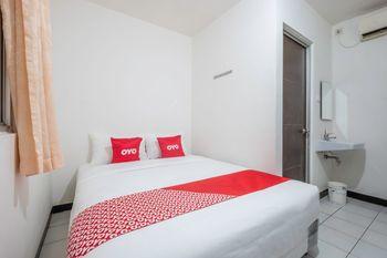 OYO 1568 Stasiun Ka Cirebon Guest House Cirebon - Standard Double Room Regular Plan