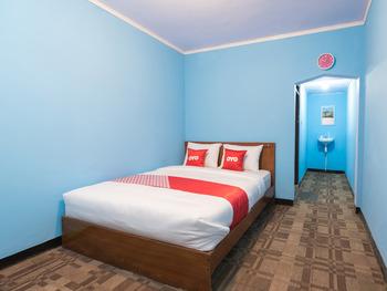 OYO 1852 Intan Bromo Homestay Pasuruan - Standard Double Room Regular Plan