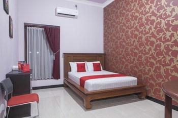 RedDoorz Syariah near Basuki Rahmat Banyuwangi - RedDoorz Room Menit Akhir
