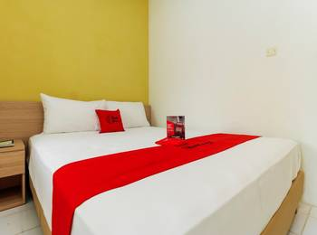 RedDoorz Plus at Slamet Riyadi Solo - RedDoorz Room 24 Hours Deal
