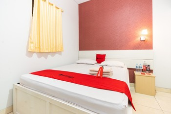 RedDoorz Plus @ Jalan Pumorow Manado Manado - RedDoorz Room Basic Deal