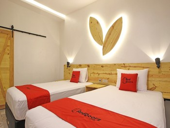 RedDoorz near Pojok Beteng Yogyakarta Yogyakarta - RedDoorz Deluxe Twin Room with Breakfast Regular Plan