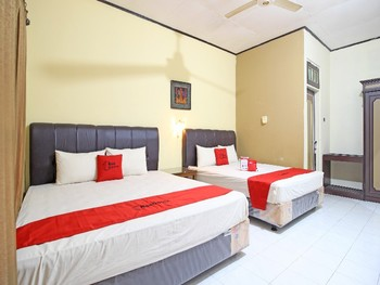 RedDoorz near Pojok Beteng Yogyakarta Yogyakarta - RedDoorz Family Room with Breakfast Regular Plan