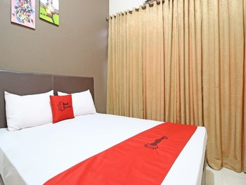RedDoorz near Pojok Beteng Yogyakarta Yogyakarta - RedDoorz Deluxe Room Regular Plan