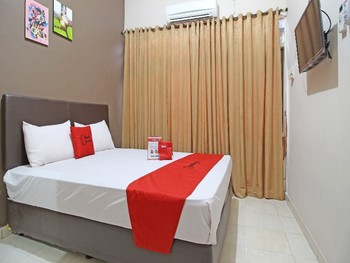 RedDoorz near Pojok Beteng Yogyakarta Yogyakarta - RedDoorz Deluxe Room with Breakfast Regular Plan