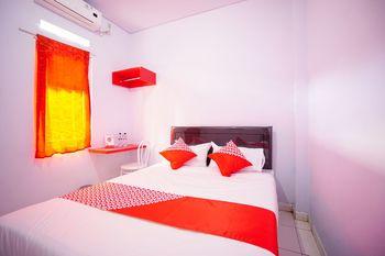 OYO 1064 Manado Airport Homestay Manado - Standard Double Room Regular Plan