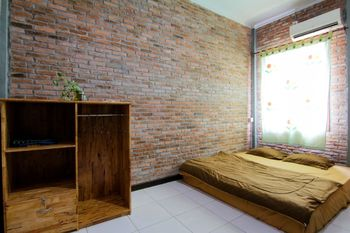 Bua Guest House Deli Serdang - Standard room with Private Bathroom Breakfast FC Special Deal