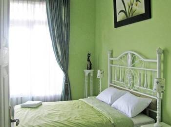 Rose Chamber Bed And Breakfast Bandung - Superior Room Regular Plan