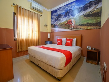 Capital O 2064 Kartika Sriwijaya Hotel Palembang - Deluxe Double Room Regular Plan