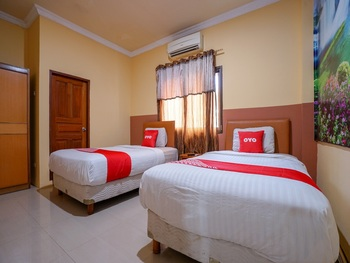 Capital O 2064 Kartika Sriwijaya Hotel Palembang - Deluxe Twin Room Regular Plan