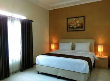 Villa Aleyra Garut - Superior Room Regular Plan