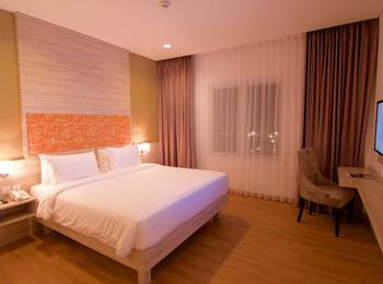 Celecton Blue Karawang Karawang - Deluxe Room Only Regular Plan