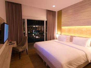 Celecton Blue Karawang Karawang - Deluxe Pool Access Room Regular Plan
