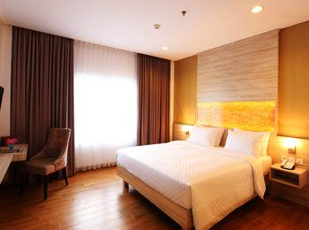 Celecton Blue Karawang Karawang - Superior King Room Regular Plan