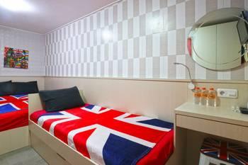 Kamariska Hostel Surabaya - Triple Bed Room Minimum Stay 2 Days