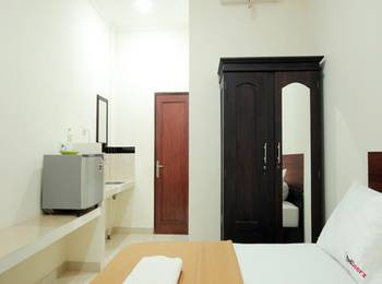 RedDoorz near Marlboro Bali - RedDoorz Room Regular Plan