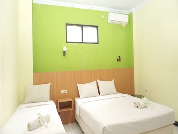 Ndalem Mantrijeron Jogja - Family Tamansari Triple Bed room only Regular Plan