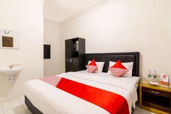 OYO 857 Pakuncen Malioboro Syariah Yogyakarta - Standard Double Room Regular Plan