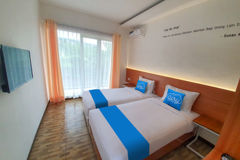 Airy Syariah Matoa 1 Batu Malang - Deluxe Twin Room Only Regular Plan