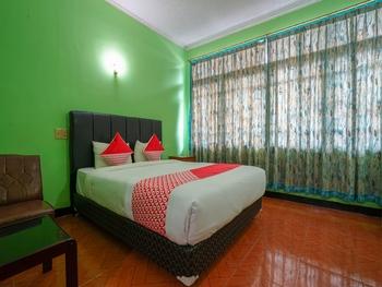 OYO 1389 Hotel Carissima Palembang - Deluxe Double Room Regular Plan