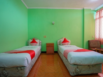OYO 1389 Hotel Carissima Palembang - Deluxe Twin Room Regular Plan