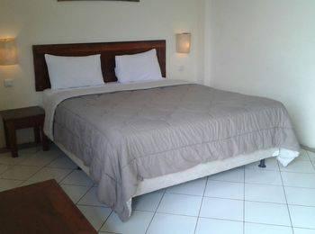 Hotel Augusta Valley Bandung - Deluxe Double With Breakfast Regular Plan