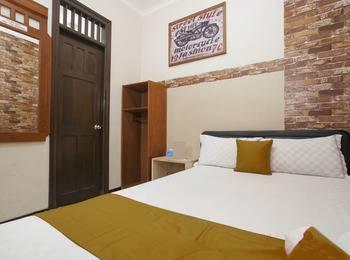 Omah Wetan Malang - RedDoorz Room Regular Plan