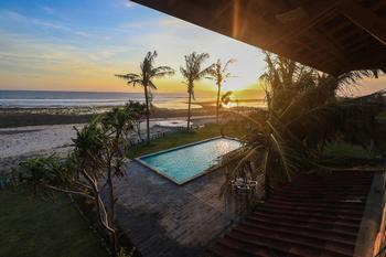 The Tree House Sumbawa Dompu - Deluxe Sea View Room double bed Regular Plan