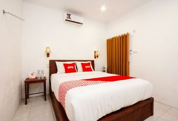 OYO 2068 Abhaya Mudra Homestay Magelang - Deluxe Double Room Regular Plan