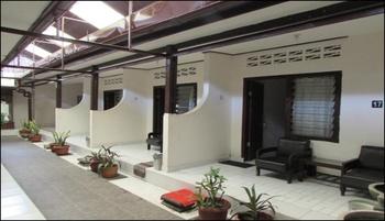Hotel Srikandi Lombok - Superior AC Triple Room Only  Regular Plan