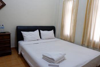 Khresna Guest House Malioboro Yogyakarta - Standard Double Room KETUPAT
